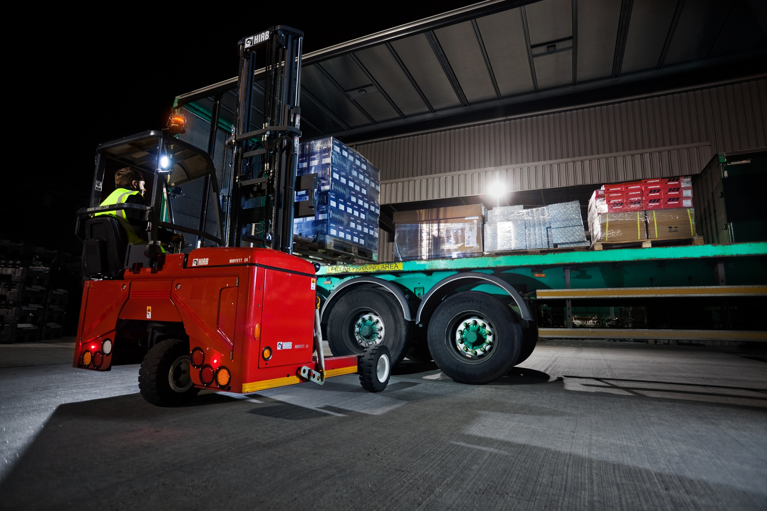 MOFFETT E4 at night-time use