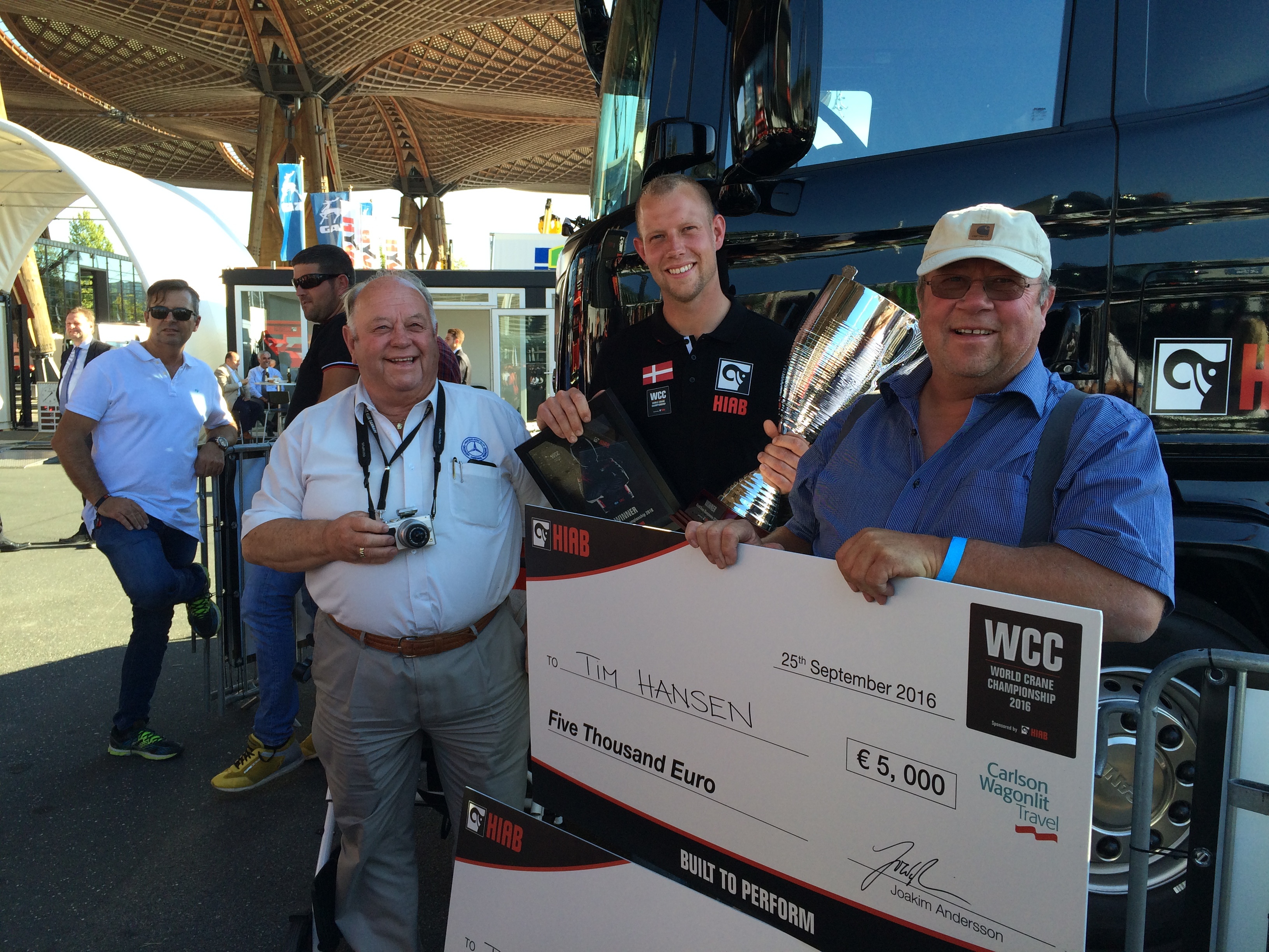 WCC 2016 winner Tim Hansen with his grandfather and father