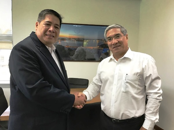Photo shows Global Business Power President Jimmy Azurin shaking hands with Poyry Energy, Inc. President Dominic Gemperle as he formally awards Poyry the owner's engineer assignment for EPC Selection of GLEDC's supercritical power plant in Luna, La Union, Philippines.