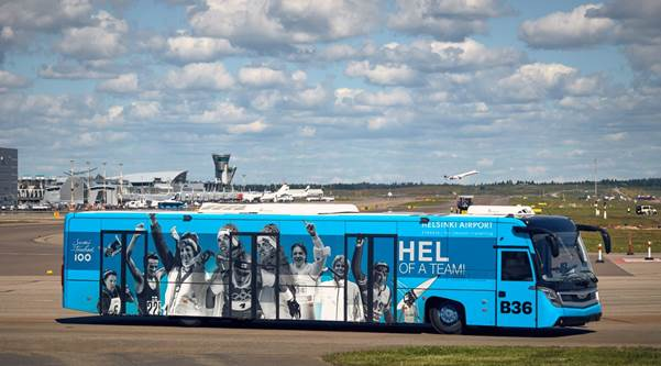 Helsinki_Airport_Theme_buses.jpg
