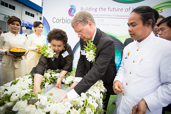 Figure 1 Dr Atchaka Sibunruang, Minister of Industry and Corbion's CEO Tjerk de Ruiter place the memory stone.