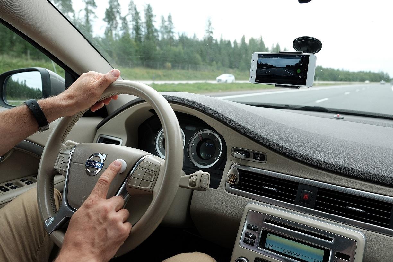 Kuvan tuottaminen konenäön raaka-aineeksi voidaan toteuttaa älypuhelimella. Tiedot sovelluksesta siirtyvät automaattisesti pilivipalveluun.